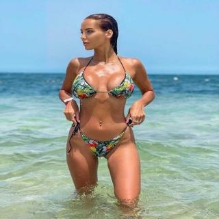 @marta_lvlfit w egzotycznym bikini Sally Coconut Black 🥥 Jak Wam się podoba?   #gabbiano #gabbianopl   #bikinimodel #influencer #lifestyle #beachvibes #bikini #swimsuitseason