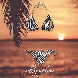 Masz ochotę poczuć się jak na safari? 👀 Wybierz wzór Sally Zebra 🦓 Są tu jakieś fanki takich zwierzęcych printów?   #gabbiano #gabbianopl   #bikini #swimsuit #summer #lato2021