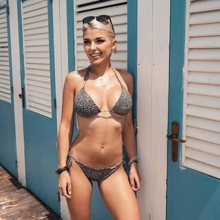 Piękna @nathalie_7x w naszym bestsellerze Sally Leopard 🖤🐆 Napiszcie w komentarzu czy też lubicie wzory z serii #wild 💥  #gabbiano #gabbianopl   #repost #influencer #bikinimodel #swimwear #summervibes