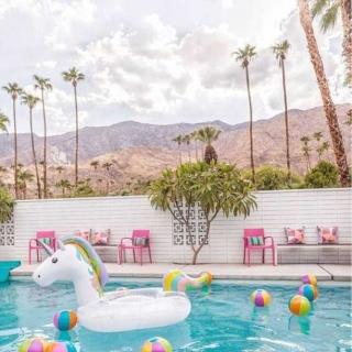 Kto z Was by chciał przeteleportować się tam na wakacje? 😍  #gabbiano #gabbianopl   #pinterest #repost #bythepool #palms #travelingram