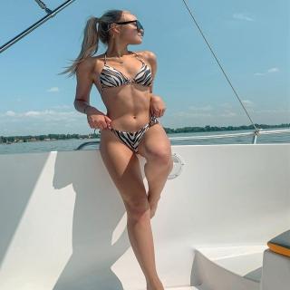 ✨ Wakacje na jachcie ✨ Brzmi jak świetny plan na sierpień 😍 Pływałyście kiedyś?   Na zdjęciu śliczna @julisskaa_ w naszym bestsellerowym bikini Sally Zebra 🦓  #gabbiano #gabbianopl   #bikini #swimsuit #bikiniprintdesign #bikinivibes #model #repost