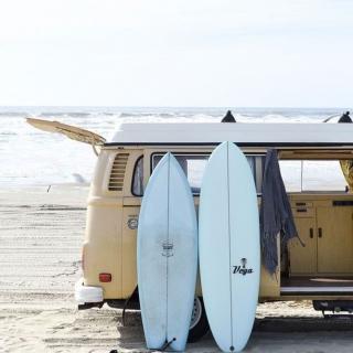 Myślałaś kiedyś o zostaniu #surfgirl? 🌊 To musi być niesmaowita zabawa! Dziewczyny, które pływają na desce - podzielcie się wrażeniami w komentarzach 😍  #gabbiano #gabbianopl   #pinterest #inspiration #beach #summerready #surfing